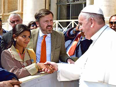 Pope Francis receives Asia Bibi's family at Vatican in 2015